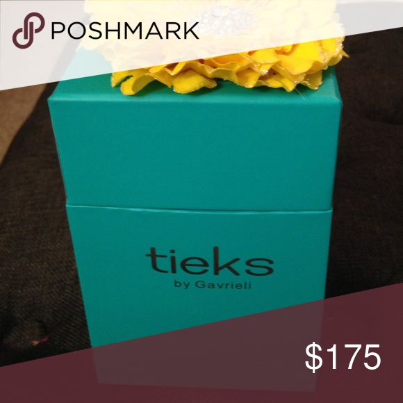 Tieks, Matte Black, Size 8 Excellent Used Condition. Tieks Matte Black. The leather on this pair is beautiful and oh, so soft! Only worn once. Does not fit my foot shape. Size 8 is true to size. Sale includes Tieks Shoe bag and box with flower. Tieks Shoes Flats & Loafers