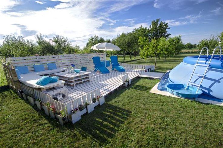 Úžasná záhradná terasa vybudovaná z vyradených drevených paliet! - To je nápad! Jej stavbu zvládnete ľahko aj vy, vďaka nášmu fotopostupu: http://www.tojenapad.sk/uzasna-zahradna-terasa-vybudovana-z-vyradenych-drevenych-paliet/  #terasa #DIY #terrace #garden #summer #palety #urobsisám #pallet #tojenápad