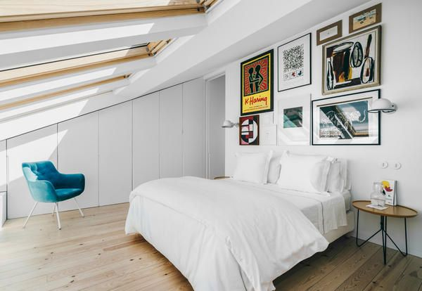 White and art in a modern house in Lisbon