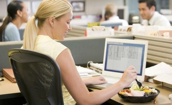 How To Eat Well In The Workplace -- Breakfast.     Eating well as a working professional is difficult. During a hectic, earling morning, breakfast is usually the first thing to go, but did you know that breakfast-skippers are 4.5x MORE likely to be obese?    Here's how you can build a better breakfast and make smarter choices, despite a busy workday.: Lunch Break, Work, Diet, Lunches, Weight Loss, Food, Eat Healthy, Desk, Tips