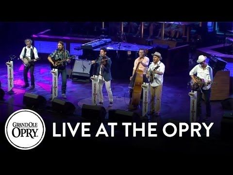 "Old Crow Medicine Show & Darius Rucker - ""Wagon Wheel"" 