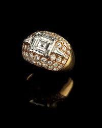 Risultati immagini per anello trombino di Bulgari con diamante centrale taglio smeraldo