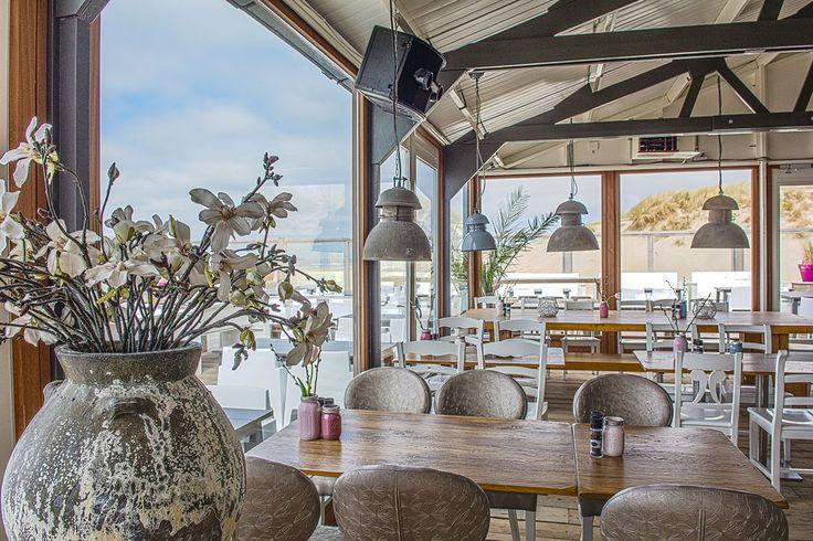 Paal 17 op Texel biedt alle mogelijkheden voor een heerlijke lunch of diner, een terrasbezoek, bedrijfsuitje, trouwlocatie of strandactiviteiten.