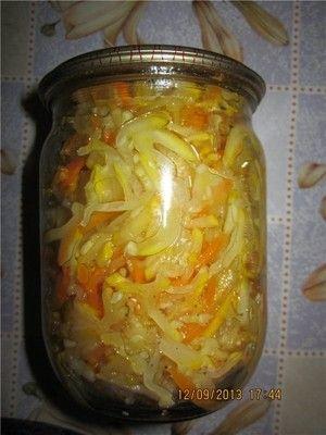 Кабачки по корейски.   Итак:  -2кг кабачков;  -8 болг. перчиков;  -4 морковки;   Для маринада:  - 2ст.л. соли;  -1 ст. сахару;  -1ст. растительного масла;  -1 ст. 9% уксуса;  - приправу к моркови по-корейски(по вкусу около пачки).   Приготовление:  1. Кабачки и морковь трем на терку для морковки по-корейски.  2. Перец режим тоненькими ломтиками.  3. Все это бросаем в маринад и даем постоять 5 часов(периодически помешивая).  4. Далее все по банкам (стерилизованным и сухим) и стерилизуем 20…