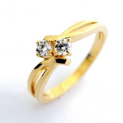 Golden diamond ring for elegant Moms - women love jewellery! <3