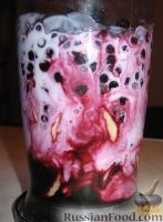 """Смузи """"Страсть вампира"""" Банан - 1 шт. (200-250 г) Черника (свежая или замороженная) - 1 стакан (150-200 г) Киви (по желанию) - 1 шт. (80-90 г) Кефир (или натуральный йогурт) - 1 стакан (200-250 г)"""