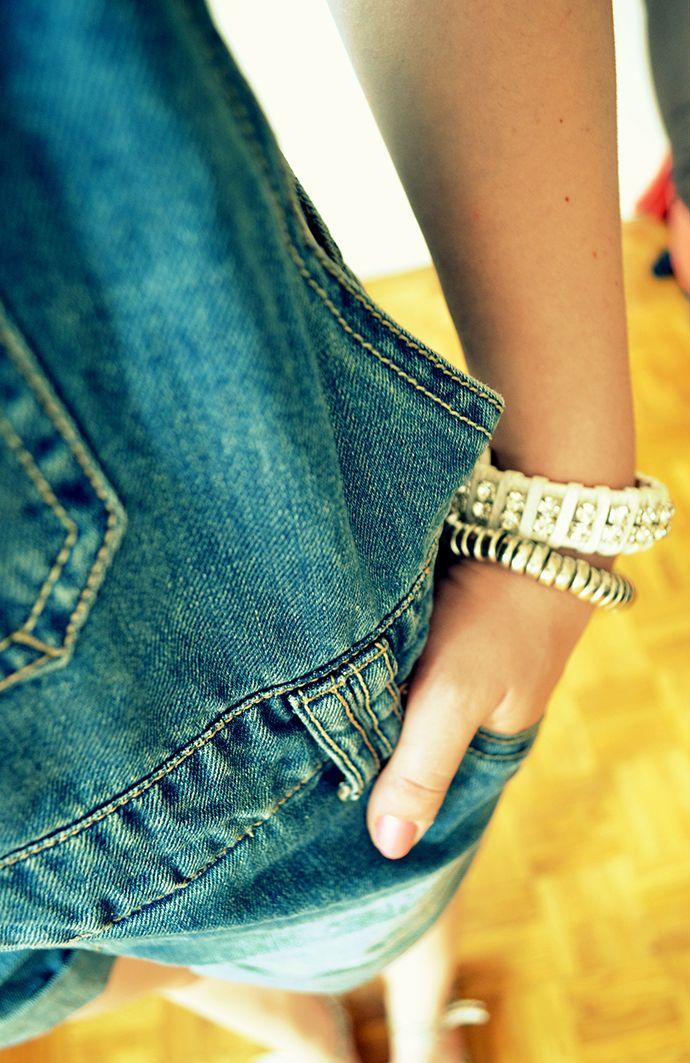 Salopette short jean : Pimkie (soldes) T-shirt cropped : New Look (nouvelle co) Sandales : La Redoute (old) Bracelets : Ebay et New Yorker  http://parolesdebrune.com/blog-de-mode-lillois/look/la-salopette-short/