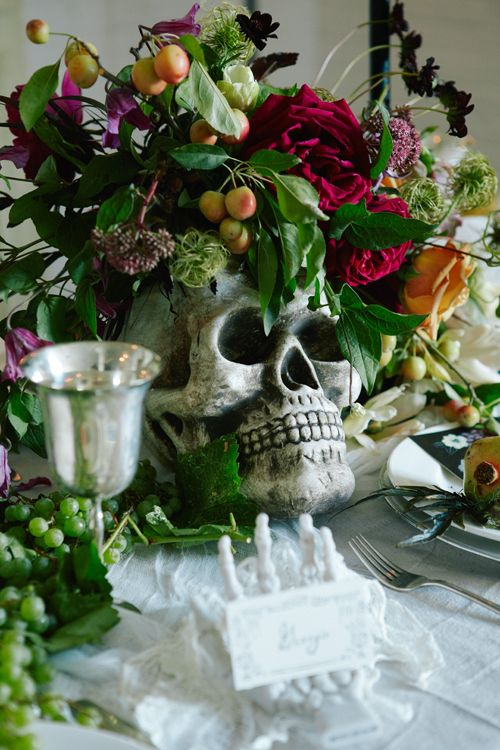The House That Lars Built.: How to throw a Tortured Artist dinner party. Awesome table centerpiece