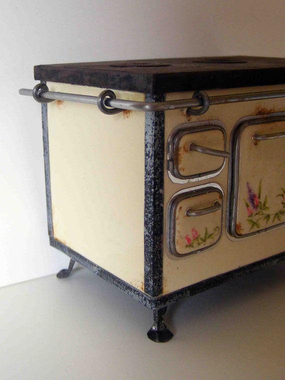 Старая кухонная плита, отведенные для Джули