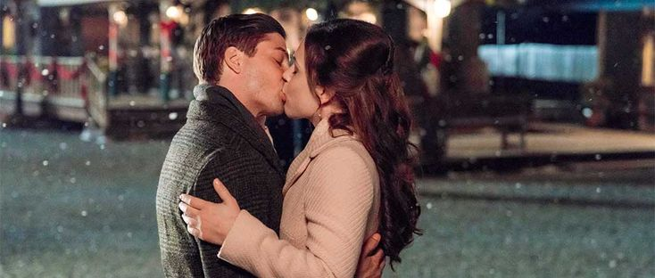 'Tis the Season for Miracles On Hallmark Channel's <i>When Calls The Heart Christmas</i>
