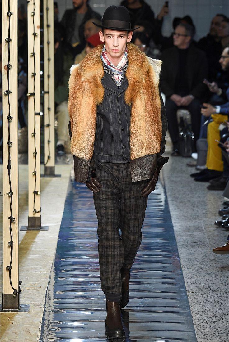 Guarda la sfilata di moda uomo Antonio Marras a Milano e scopri la collezione di abiti e accessori per la stagione Autunno Inverno 2016-17.