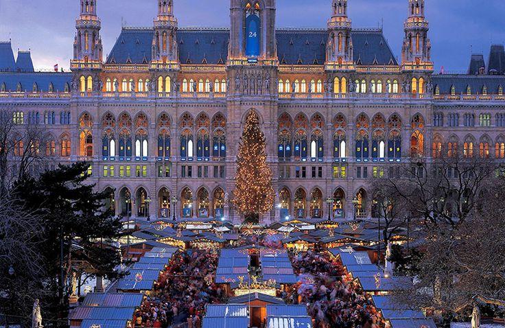 Католическое рождество в Вене от 15000 руб.  Католическое рождество в Вене может быть сказочным временем, проведенном в кругу семьи. Взрослым понравиться обилие ярмарок и распродаж, детям празднично украшенный город, уличные рождественские представления и подарки. Мы нашли дешевый перелет в столицу Австрии и недорогие отели на эти даты.  #Австрия #Вена #Европа #Рождество