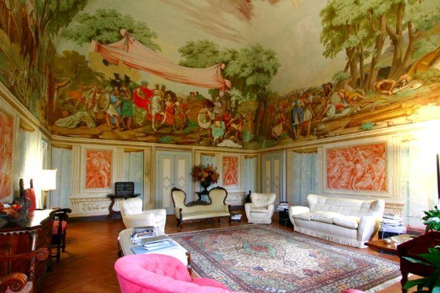 historic home: Il salone delle feste, dove ogni riunione è il preludio di un gran ballo!