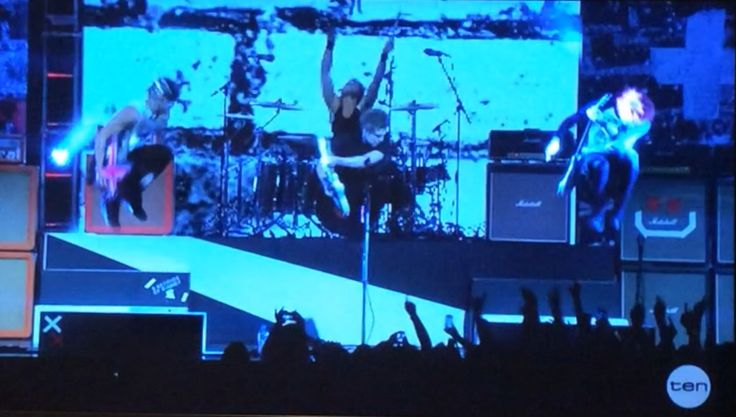 Keeping you up to date!! Caught 5SOS JUMP!! Follow for more