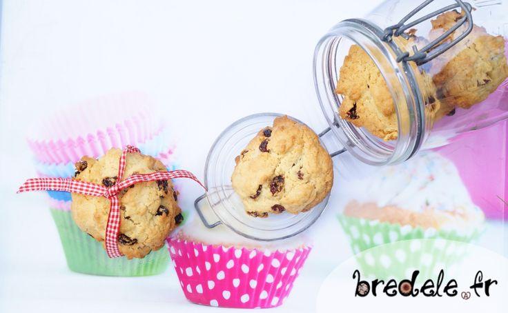 Des Cookies raisins secs simple à réaliser. Les cookies sont moelleux et se conservent facilement. Une recette de biscuits à base de raisins secs.