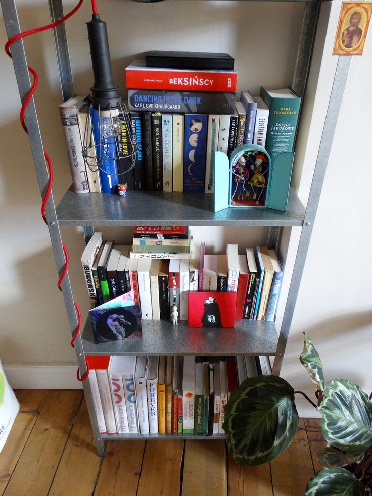 """Zdjęcia """"skromnej"""" biblioteczki pani Kasi Zdzieńkowskiej oraz pana Rafała Marciniaka. Znamienita większość książek została niestety - ze względu na odległość - w domu rodziców.  #konkurs #Beksińscy #biblioteka #książki #czytam"""