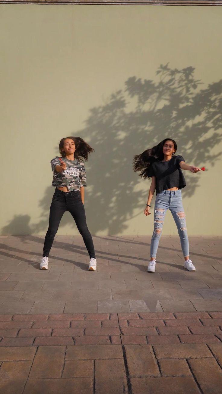 ¿Hay algo mejor que bailar? Sí, hacerlo con tu mejor amiga y pasar horas y horas de pura risa y diversión. Hip Hop Dance Videos, Dance Workout Videos, Zumba Videos, Dance Moms Videos, Dance Choreography Videos, Friend Poses Photography, Cute Photography, Aesthetic Grunge Black, Wedding Dance Video