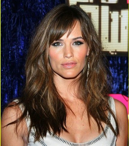 Jennifer Garner Brunette Hair With Side Part And Bangs