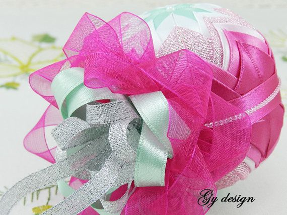 Lovely pink and mint Christmas tree ornaments patchwork por Gydesi