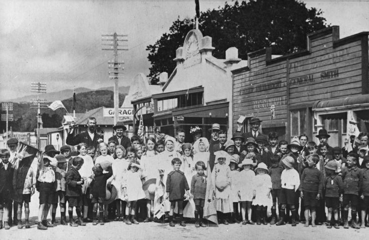 Armistice celebration, Main Street, Upper Hutt, 1918 [P4-49-618] | Upper Hutt City Library