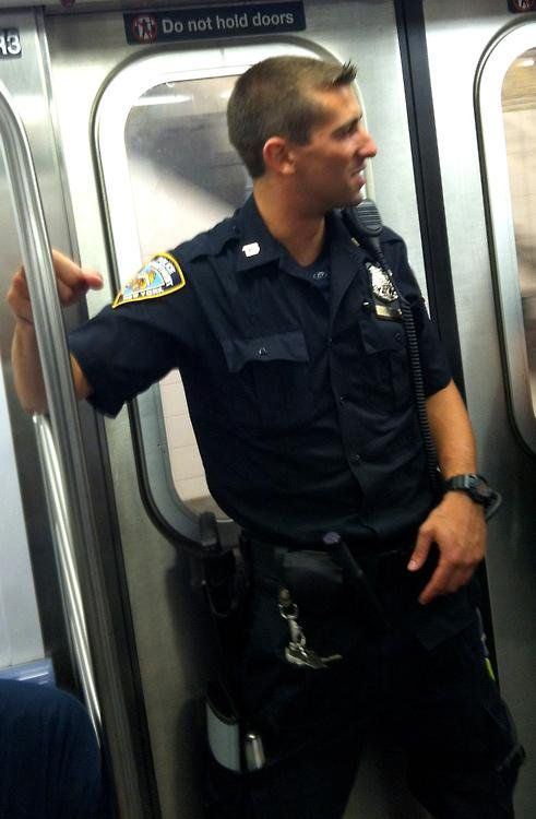 Hot Cops (@hottestcops) | Twitter