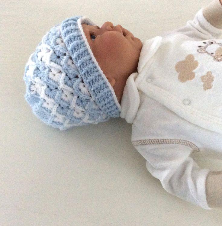 Blij om mijn nieuwste toevoeging aan mijn #etsy shop te kunnen delen: Mutsje, beanie baby, babykleding cadeau, kraamcadeau, mutsje unisex, mutsje in relief 3 D gehaakt 0-4/5 maanden, babyshower. Slouchy mutsje #kinderen #babykleding #babymutsje #unisexbabymuts #babybeaniegehaakt #valentijn #kleding #kledingcadeau #kraamcadeau