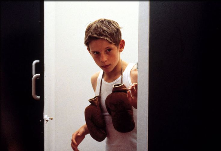 billy elliot stephen daldry essay 2005-11-15 i just found this site today and wondered if you could help me a bit with this essay  billy elliot directed by stephen daldry  visual txt level 1 - billy elliot.