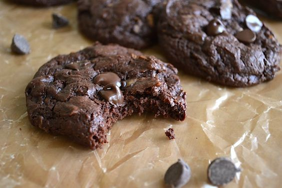 Voici une recette de biscuits moelleux au chocolat avec des ingrédients beaucoup plus santé que les biscuits de l'épicerie! Approuvés 21 day fix!