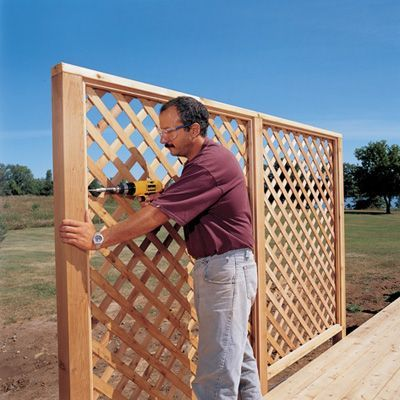 how to build a wood privacy screen