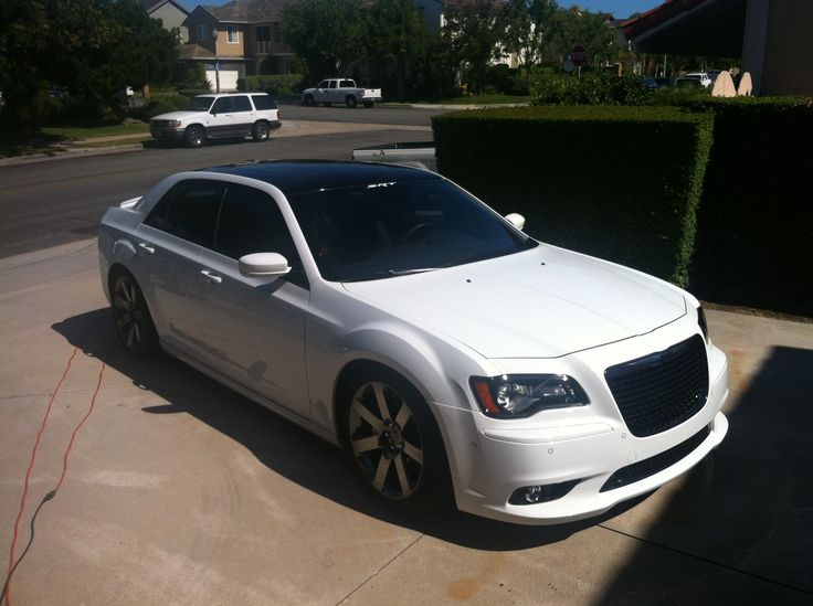 Blk roof on White SRT8 Paint Shop pls Chrysler 300C