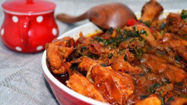 Чахохбили! Открывай новые вкусы курицы!!!!😋  Ингредиенты:  Помидоры — 1 кг Курица — 1 кг Томатная паста — 2 столовые ложки Лук репчатый — 500 г Чеснок — 4 зубчика Хмели-сунели — 1 чайная ложка Кориандр молотый — 1 чайная ложка Шафран — 1 чайная ложка Масло сливочное — 1 столовая ложка Соль — по вкусу Масло растительное — 1 столовая ложка Перец красный молотый — по вкусу Лимоны — ½ штуки Картофель — ½ кг  Приготовление:  1. Разрезать курицу на небольшие кусочки (по 3–4 на порцию), сложить в…