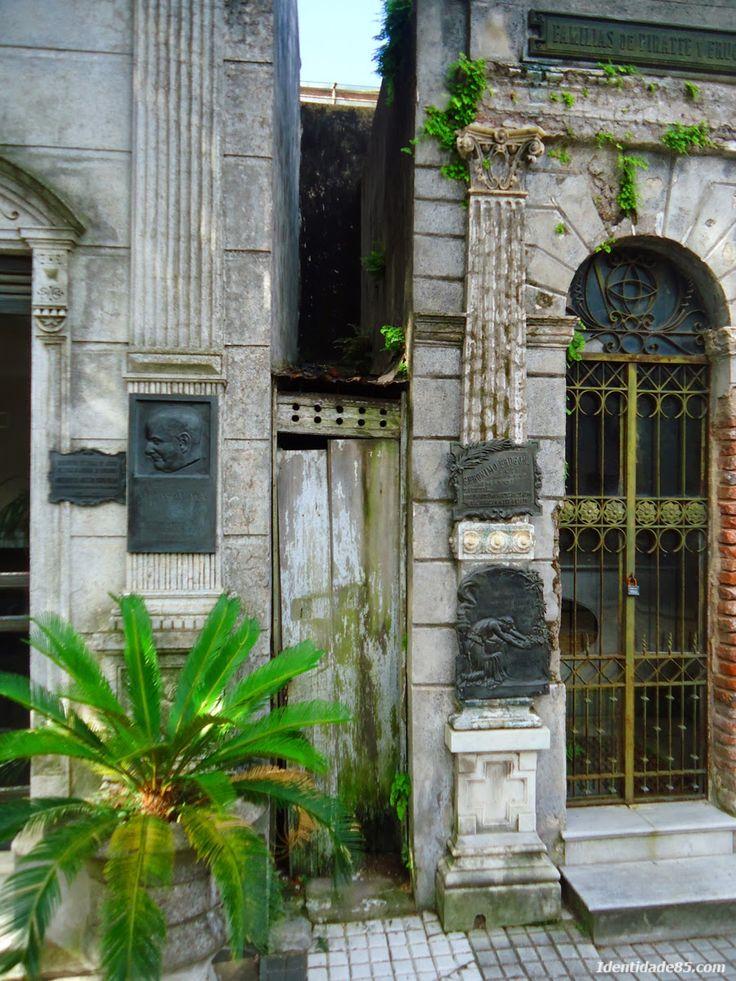 Cemitério da Recoleta, Buenos Aires, Argentina  Recoleta Cemetery, Buenos Aires, Argentina