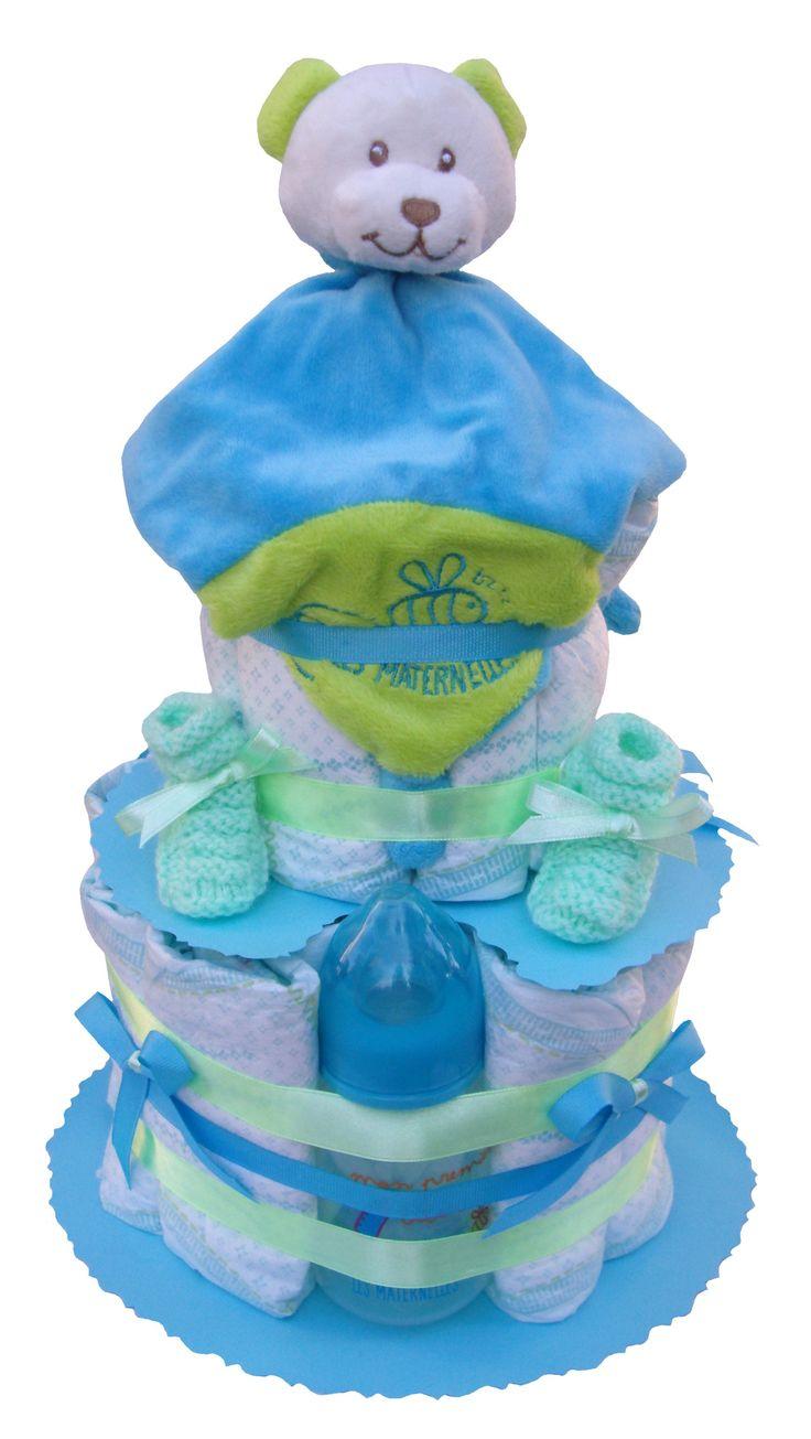 Les 28 meilleures images du tableau g teau de couches cadeau naissance b b gar on sur pinterest - Couche naissance pampers ...