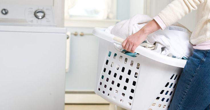 Instrucciones de una lavadora Whirlpool . Puedes notar que una lavadora Whirlpool no tiene muchos controles. Las lavadoras Whirlpool están disponibles para carga superior y frontal, y los modelos y las instrucciones de uso son los mismos. Si has utilizado otras lavadoras, podrás ver que las Whirlpool operan de manera similar.