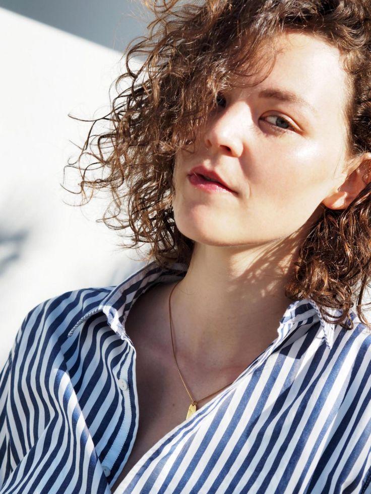 Palm Springs | Kiki Albrecht wearing Rag & Bone blue white striped blouse  and Malaikaraiss necklace gold | The Random Noise