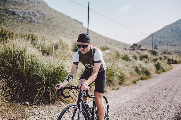 Isadore Apparel - Peace Jersey Tarmac Grey - Bringing the legendary spirit of peace race back to roads #isadoreapparel #roadisthewayoflife  #cyclingmemories