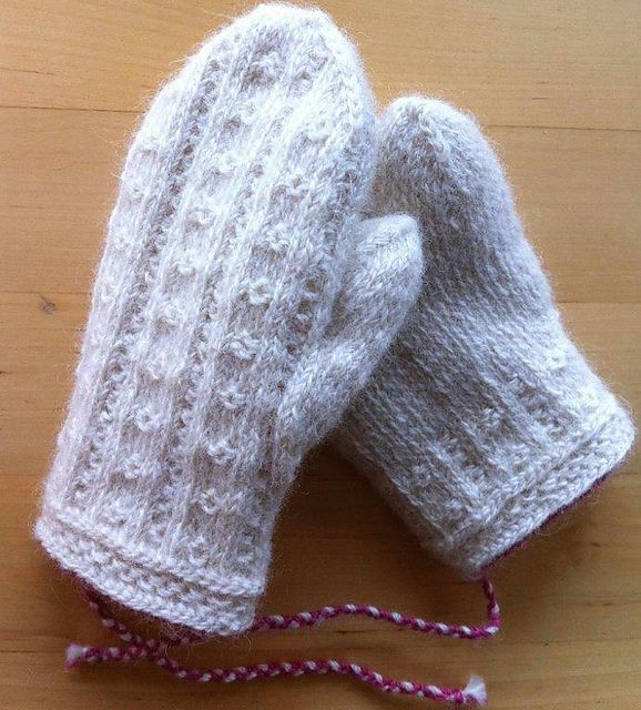 Ravelry: Baritono's Ögontröst (Eyebright) - Child´s mittens in twined knitting