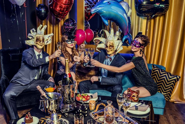Happy New Year! We are ready to start the carnaval party! Dance, drink and have fun!