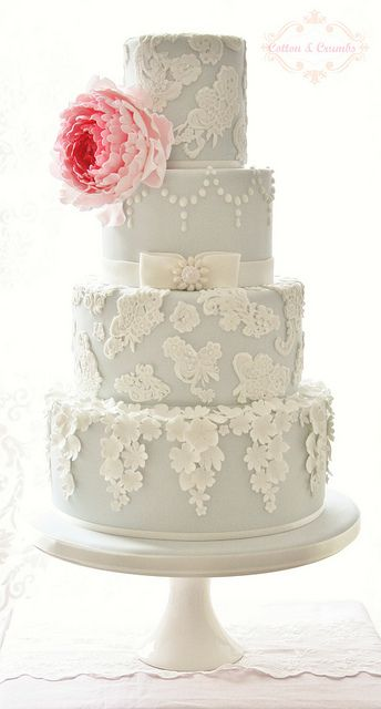 Pretty Lace & Blossoms cake