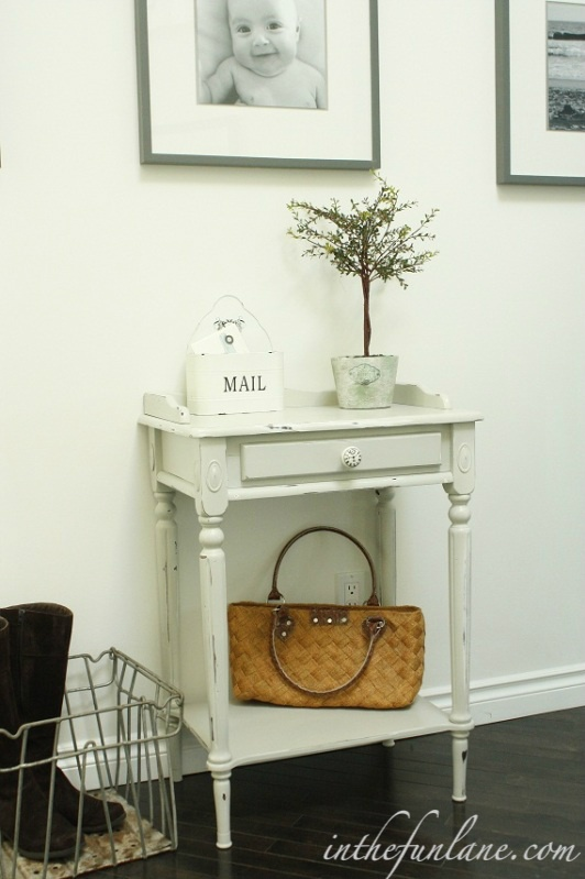 I love this entry way table redo. I think my mail would look so much cuter if I had one!