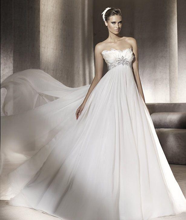 Pronovias vous présente la robe de mariée Princesa. Manuel Mota 2012. | Pronovias