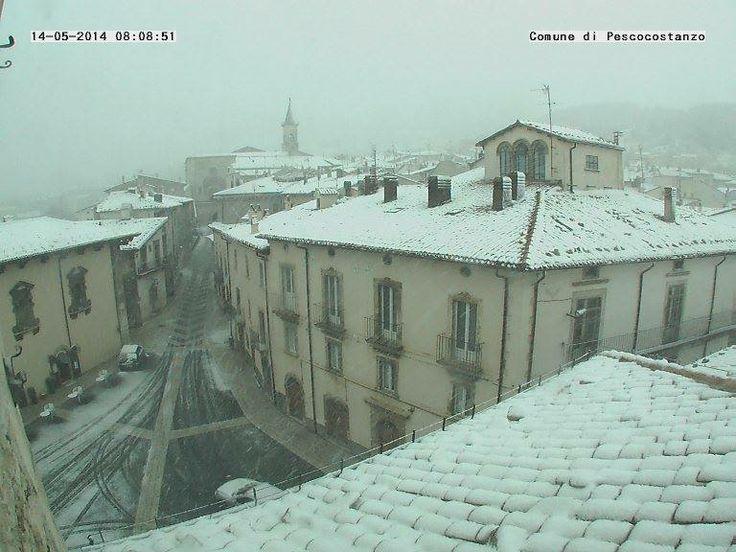 Neve a Maggio sull'Appennino abruzzese. Da Pescocostanzo  #neve #Abruzzo