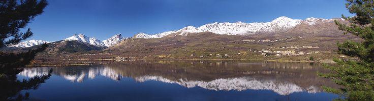 Massif du Monte Cintu (Monte Cinto) - La Paglia Orba (à gauche) vue depuis le barrage de Calacuccia. Au milieu, le Monte Cintu.