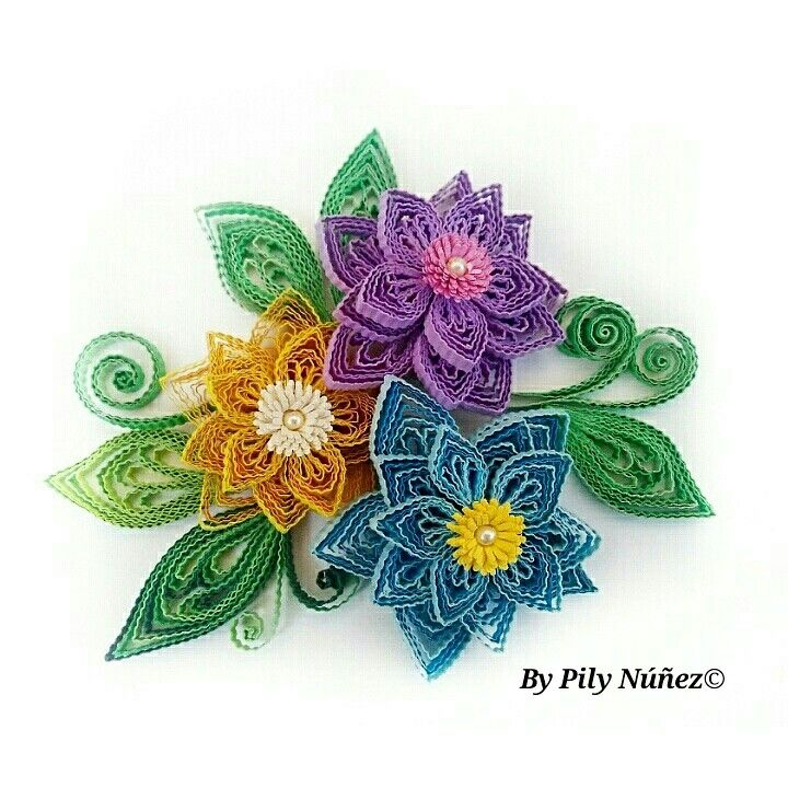 Another Floral design by Pily Núñez Quilling Art /Chile  www.instagram.com/pilyquilling
