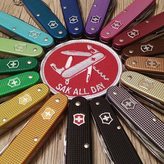 Always wear a SAK! This is my little collection, most of em are pioneers but I also got some in double (as Farmer or cadet). Simply love em! Medicine if your day SAKs ;) #victorinox #alox #cadet #pioneer #farmer #collection #rainbow #colors #of #the #world #sakallday #swissarmyknife #knife #knives #messer #messerfreunde #fotoshooting #photoshoot #nofilter #pur #bunt #sakaddict @sakaddict