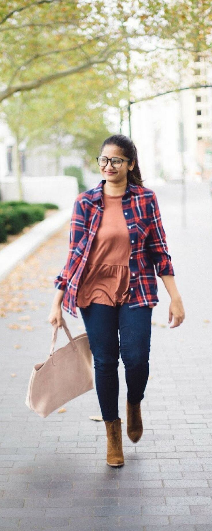 5 Chic and Affordable Back to School Outfits for College Students | dreamingloud.com -------------------flannel shirt, old navy plaid shirt, flannel shirt with peplum top, fall outfits, fall style, dolce vita Conway boots, made well transporter tote