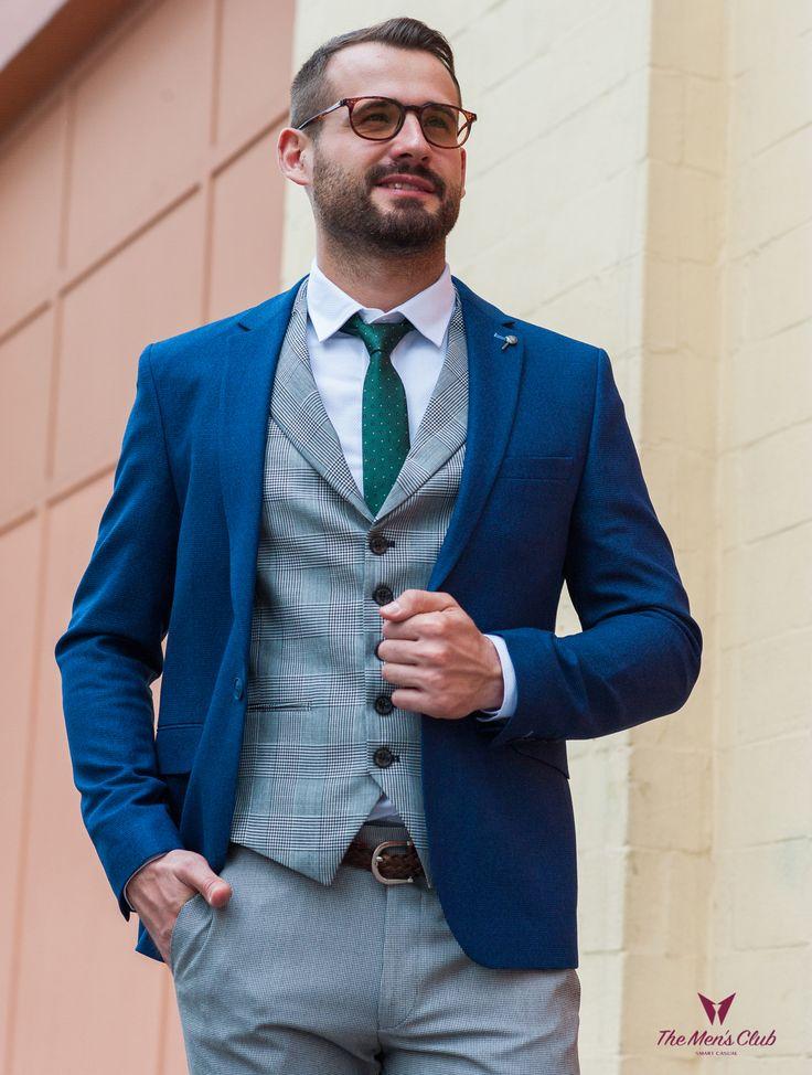 Целостный образ, который будет раскрывать ваши лучшие качества, придавать элегантность и уверенность- главная цель стилистов Men's Club при создании вашего образа.Насыщенный синий цвет является символом высокого интеллекта и хорошего вкуса, а серый - это всегда цвет элегантности. Достойное решение для уверенных в себе мужчин.