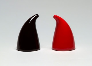 Kaj Franck (designer) (1911–1989, Finland) and Wärtsilä-Koncernen AB (maker) (firm Notsjö Glasbruk), Salt and Pepper Shakers, 1947. Glazed earthenware; each 6.4 cm high, diameter: 4.1 cm. Museum of Modern Art, New York. © Estate of Kaj Franck. (MOMA-D0413)