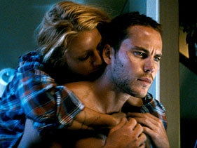 Here are professional good-looking people Taylor Kitsch (Kit-schwing!) and Blake Lively in an exclusive trailer for #Savages. Click the pic to watch it.