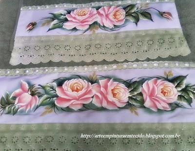 jogo de toalhas com rosas